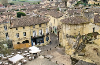 saint-emilion-aerial-with-trinity-chapel-to-right
